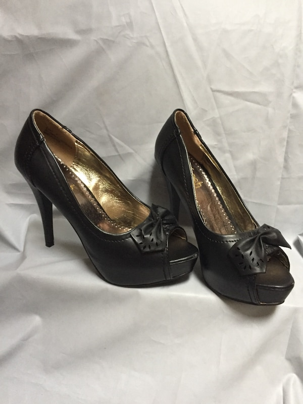 Shoes-7 inch high heel in black-size 7