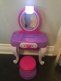 Kids play make up table with seat. Vaughan, L6A