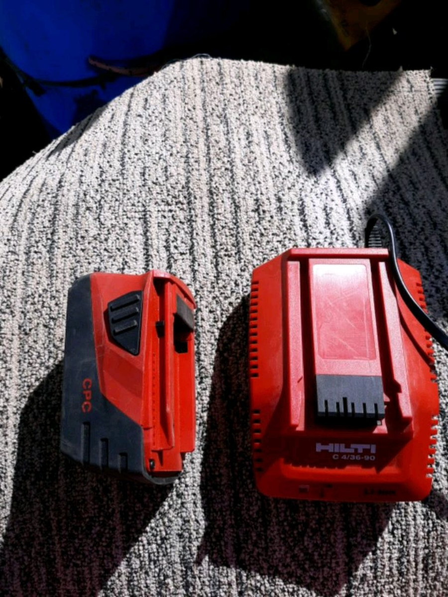 Photo Hilti Li-ion 21.6V battery pack & charger