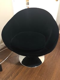 Velvet round chair that spins with silver base  Toronto, M6B 1N1
