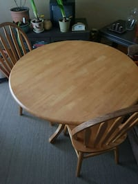 Solid wood.. sturdy round table...39 inches in dia London, N5W 1L3