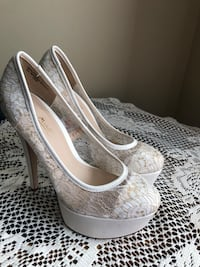 Anne Michelle size 7 white lace heels  Clear Brook, 22624