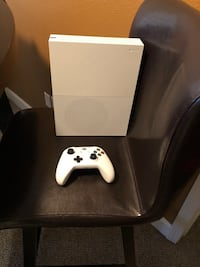 white Xbox One console with controller San Antonio, 78258