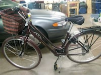 black and gray commuter bike 662 mi