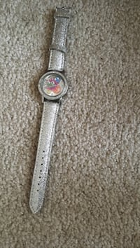 round silver analog watch with white leather strap Cheswold, 19904