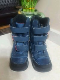 pair of blue water proof boots size 4 564 km