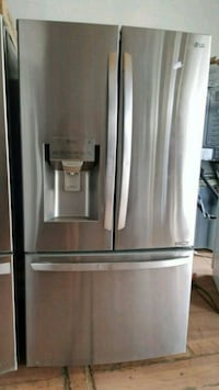NEW ! LG STAINLESS STEEL FRENCH DOOR REFRIGERATOR  Long Beach, 90815