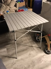 Collapsible table with carrying case Vancouver, V5T 0B4