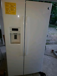 GE SIDE BY SIDE WHITE VERY GOOD CONDITION Selma, 93662