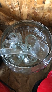Glass punch bowl, dipper & 7 glasses Westerville, 43081