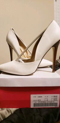 pair of white leather pointed-toe pumps 1362 mi