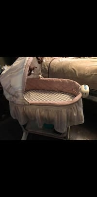 Billy's 2 in 1 bassinet Vaughan, L4H 2M8