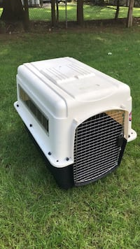 White and black pet carrier River Vale, 07675