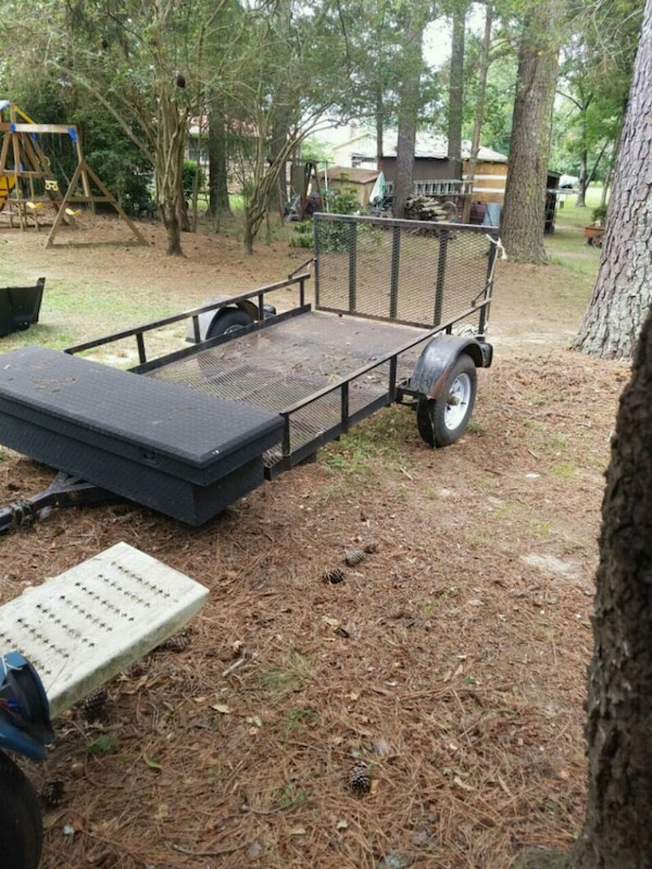 5x8 trailer comes with toolbox $650