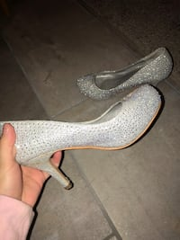 Sparkly high heels size 5, only been worn once for graduation  New Tecumseth, L0G 1W0