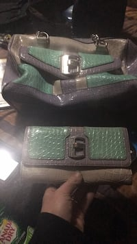 Guess purse and wallet Calgary, T3B 1X6