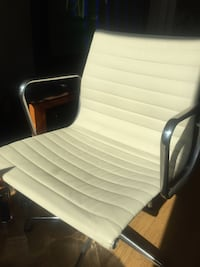 Lightly used dwr eames aluminum group chair San Francisco, 94109