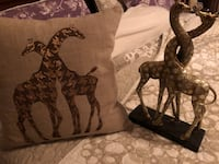 Throw pillow and figuring giraffe Las Vegas, 89123