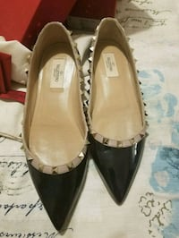 Lightly Used size 8 Valentino flats  Toronto, M3C