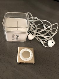 IPod shuffle in box like New with ear plug Mississauga, L4Y 3X9