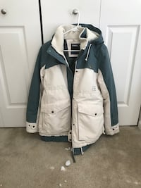 white and gray ski jacket Allendale, 49401