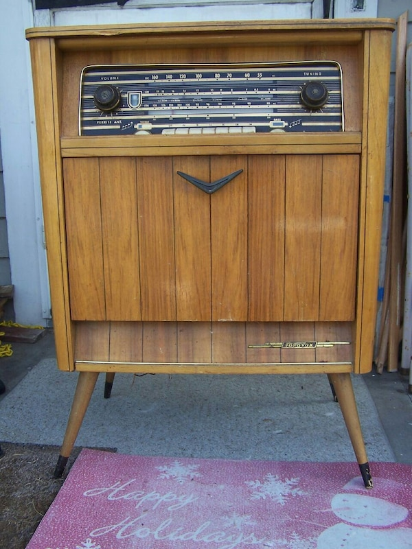 e09d038a005 Used Vintage Tonfunk Art Deco tube radio for sale in Painesville - letgo