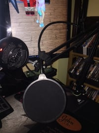 Blue Snow Ball Microphone with arm and pop filter