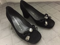 Pair of black suede peep-toe pumps Montréal, H4B 1N3