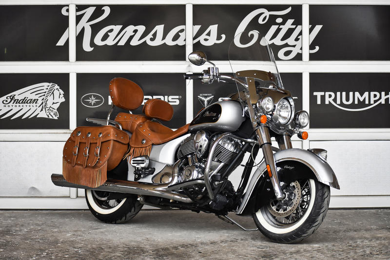 Photo 2016 Indian Motorcycle® Chief® Vintage Star Silver and Thunder Black