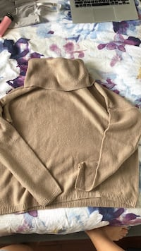Size L - turtle neck  London, N6G 5C8