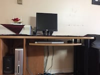 Dell desktop with the desk  St Catharines, L2R 2N6