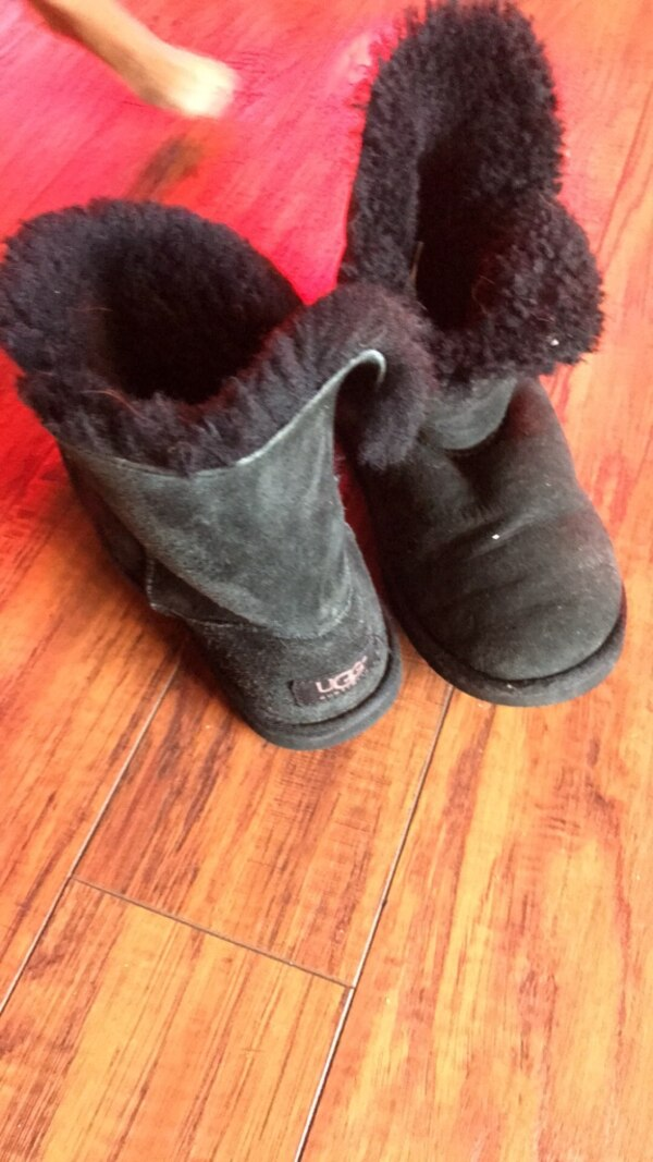 4ac6c114a0de Used Women s black UGG boots size 5 good condition for sale in White Hall -  letgo