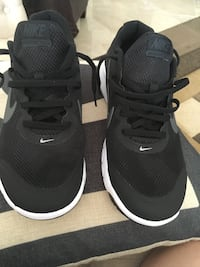 Pair of black nike running shoes with box Rockville, 20852
