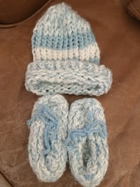 Baby knit hat and booties Fresno, 93727