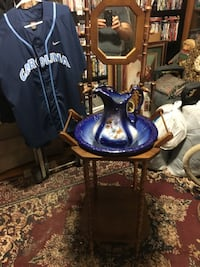 Vintage wash stand with bowl and pitcher. Has mirror. Manassas, 20110