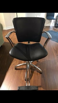Black leather salon chair. Got a new set of 2 so I need to get rid of this one! No rips or tearing in very good condition! Milton, L9T 0L1