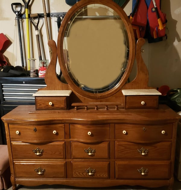 Dresser and mirror f65ae035-111f-494d-b230-159238e58fa5