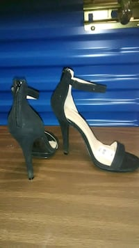 Size 7 1/5 ladies high heel black sandals Hyattsville, 20784