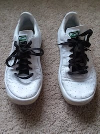 pair of white Nike Air Force 1 low shoes 67 km