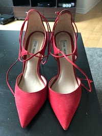 Steve Madden red closed toe heels  Toronto, M5J 2T9