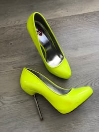Pair of yellow leather pointed-toe pumps Toronto, M9C 1H6