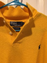 Longsleeve yellow polo sweater. Medium size Manassas Park, 20111