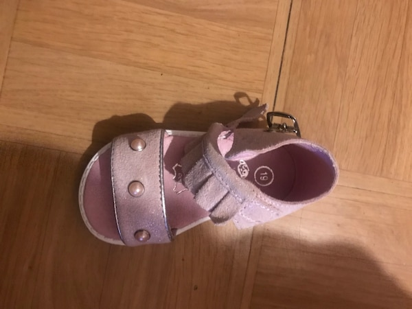 Sandales petite fille taille 19