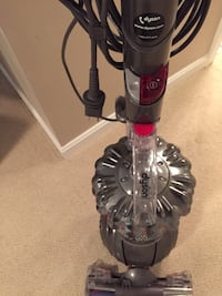 95%new dyson upright vacuum in excellent condition and function  Herndon, 20171