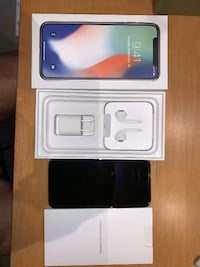2 iPhone x silver 64gb unlock. $450 for 1, $700 for 2 Hamilton