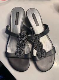 Bandolino like new gray sandals!