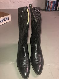 Genuine Acme Cowboy boots. Black. Size 13.   Mansfield, 02048