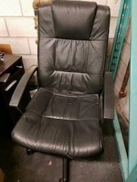 Black leather office chair Vaughan, L4L 8S9