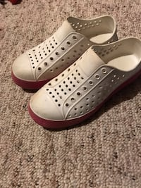 Girls white croc like shoes size 1 Hamilton, L9C 0C7