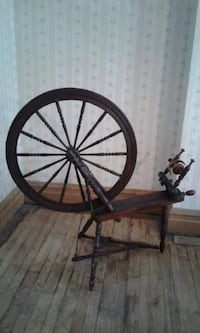 Antique wooden Spinning wheel MONTREAL
